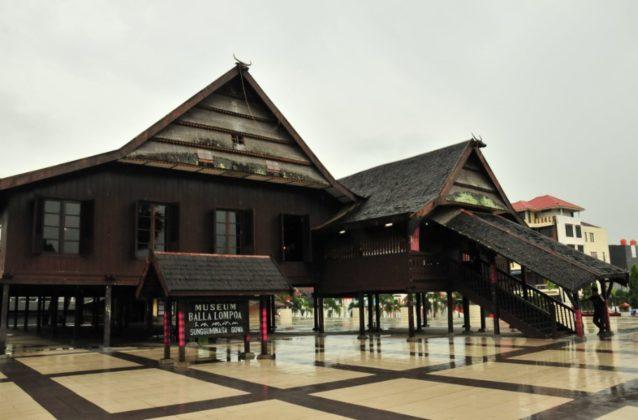 Tempat Wisata di Makassar - Museum Balla Lompoa