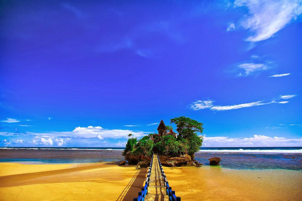 Tempat Wisata di Malang - Pantai Balekambang Malang