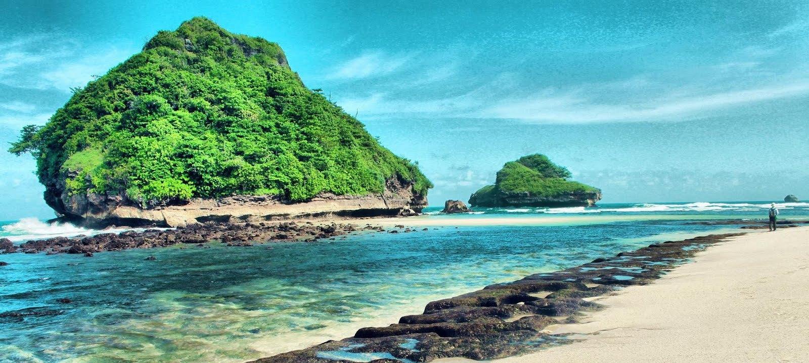 Tempat Wisata di Malang - Pantai Goa Cina