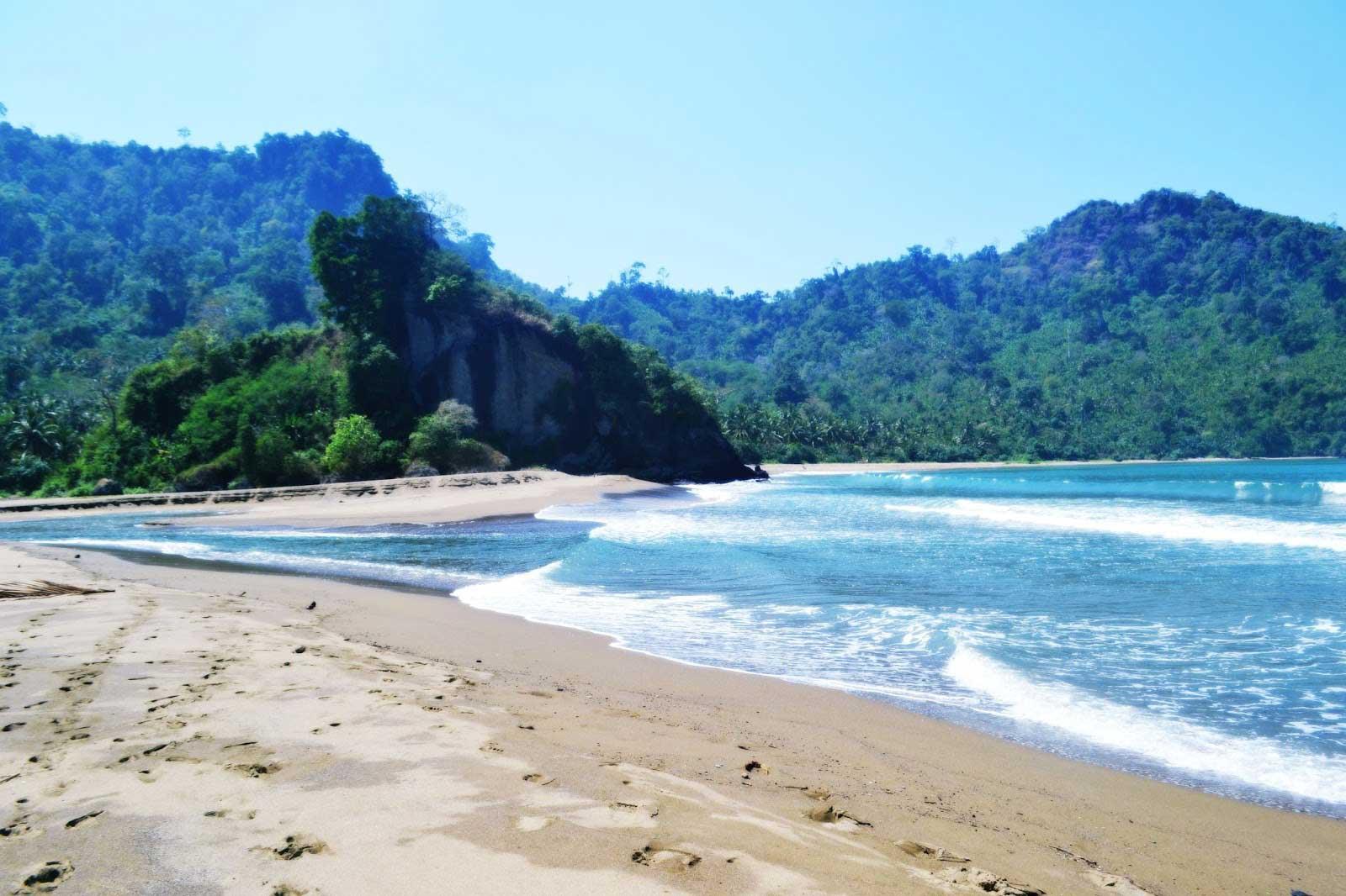 Tempat Wisata di Malang - Pantai Sipelot