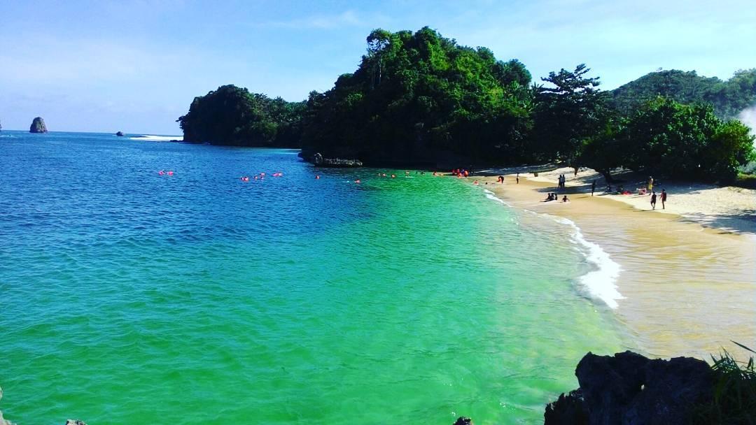 Tempat Wisata di Malang - Pantai Tiga Warna