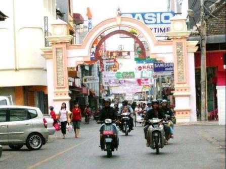 Tempat Wisata di Makassar - Wisata Belanja di Jalan Somba Opu