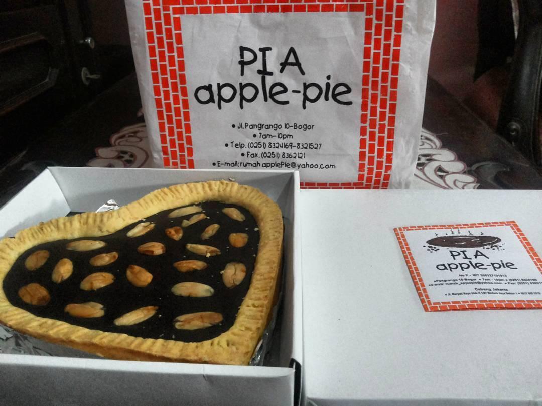 Oleh-oleh Khas Bogor - Pia Apple Pie
