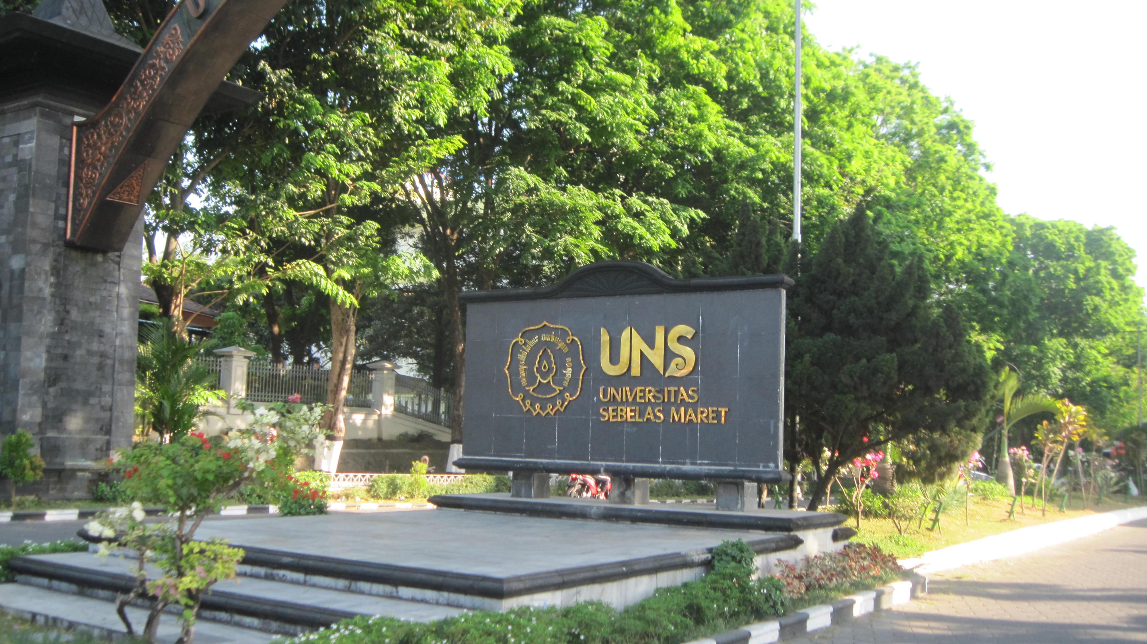 Hasil gambar untuk lapangan universitas sebelas maret