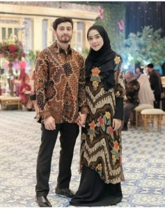 Model Baju Couple Untuk Lebaran Anak Muda Dan Dewasa 2018 Mamikos Info