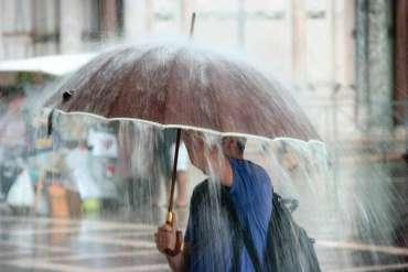 Tips Berangkat Kantor / Kuliah Agar Tetap Aman Saat Musim Hujan