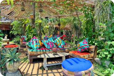 21 Tempat Nongkrong Cafe Hits di Bali, Murah Tapi Instagramable