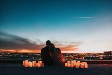 16 Film Komedi Romantis Terbaik yang Menghibur 2020