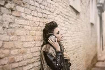 21 Lagu Sedih Barat yang Enak Didengar 2020, Cocok Buat yang Lagi Galau