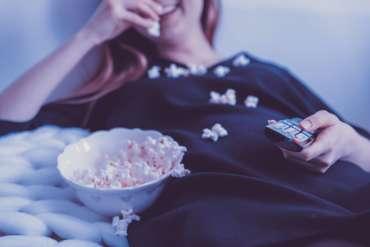 26 Film Komedi Romantis Indonesia Terbaik 2020 (Update)