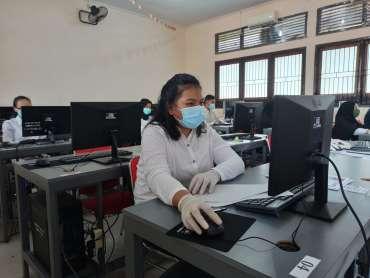 Foto Melihat Hari Pertama Pelaksanaan Tes UTBK 5 Juli 2020